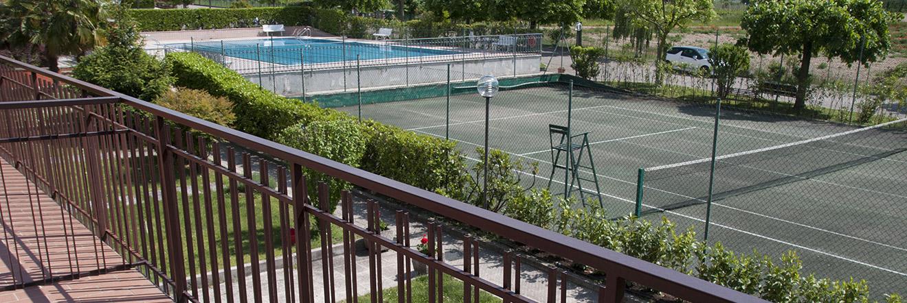 residence lago di garda piscina